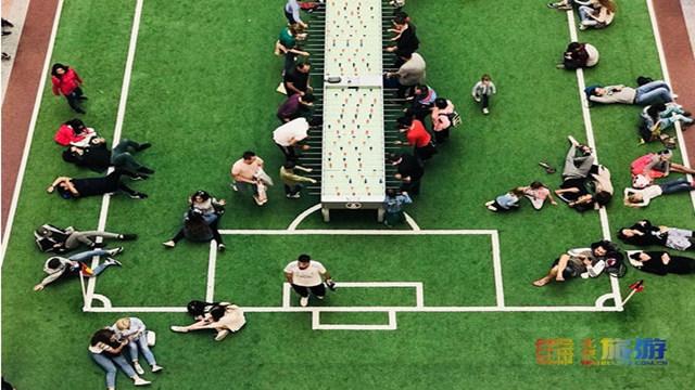 全民爱上世界杯:俄罗斯某商场被足球元素包围